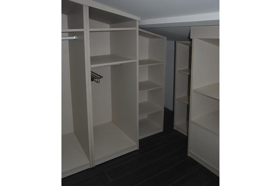 Vestidor buhardilla muebles lajusticia muebles a for Muebles modulares a medida